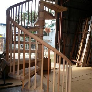 Spiral pre- assembled in factory phil mahogany Round posts rail and balusters
